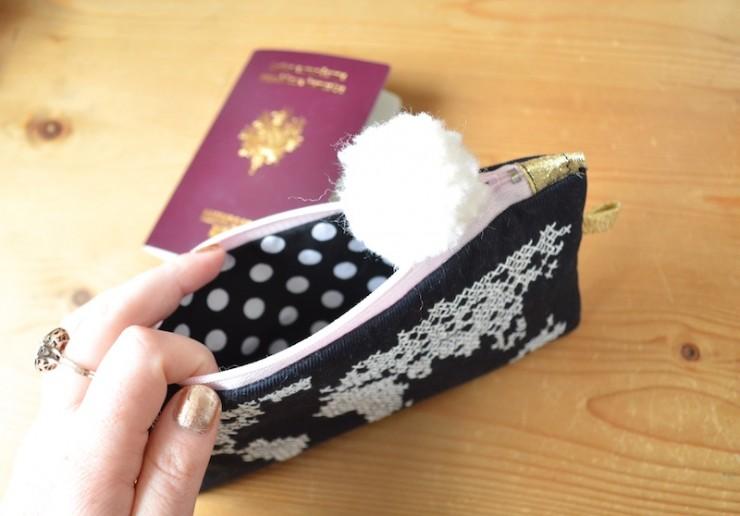 pochette-doublée-pour-passeport-740x516