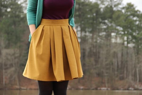 Elle garde sa jupe cuir pour baiser - 1 10